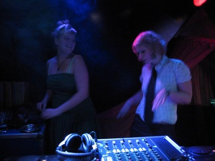 Helga und Inga raben mit spaB