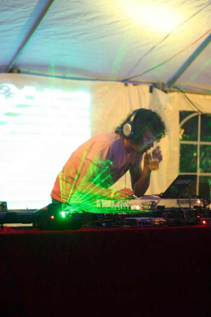 DJ Ghester als DNA DJ op het Babypop Festival