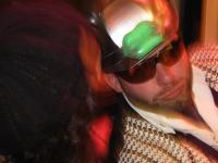 Stand-in DJ Hibu met een fan  op TV Cromwijck 30102009